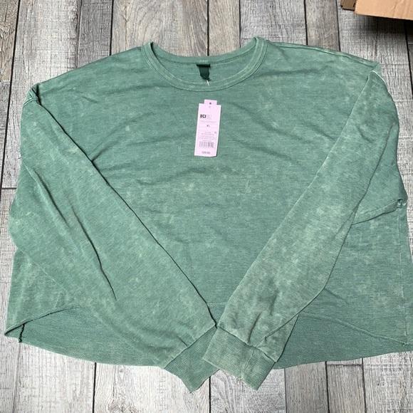 green died cropped sweatshirt